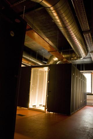 Data centre hot aisle containment